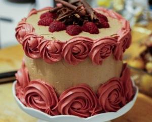 chocolate-raspberry-macaron-cake