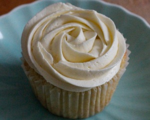 coconut-champagne-cupcakes