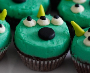 toy-story-alien-cupcakes